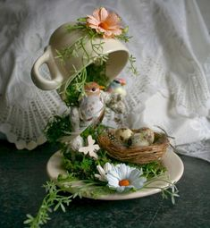 If you are looking for Diy Summer Garden Teacup Fairy Garden Ideas, You come to the right place. Here are the Diy Summer Garden Teacup Fairy Ga. Teapot Crafts, Cup Crafts, Tea Cup Art, Tea Cups, Garden Projects, Craft Projects, Garden Ideas, Cup And Saucer Crafts, Floating Tea Cup