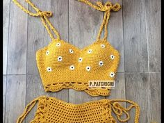 [Eng sub] Tutorial lindo crochet top – Juegos Adolescentes Croptop Crochet, Crochet Shorts Pattern, Crochet Bikini Top, Knit Crochet, Crochet Patterns, Crochet Summer, Beach Costume, Mode Crochet, Crochet Circles
