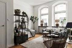 Awesome 36 Elegant Space Saving Small Studio Decor Ideas For You This Year Small Apartment Bedrooms, Small Living Rooms, Apartment Interior, Apartment Living, Small Cozy Apartment, Design Apartment, Apartment Therapy, Studio Apartment Layout, Small Studio Apartments