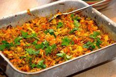 Bedste opskrift på kål med hakket kød og karry, der laves i ovn. Du bruger spidskål og hakket kalv og svin til denne lækre ret i ovnen. Til kål med hakket kød til fire personer skal du bruge: 400 g…