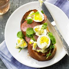 Mmmm... hard boiled egg, some smoked ham and a sprinkle of herbs on a thick slice o' toast. Yum!