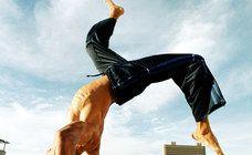 Article Au Feminin sur les bien faits des activités proposé par l'ecole Vamos Capoeira Paris : http://www.Capoeira-Paris.net