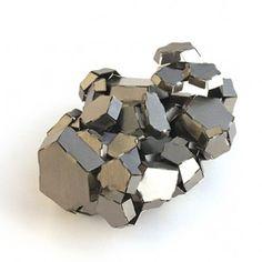 Mirjam Hiller, Kristall, brooche, stainless steel powder coated
