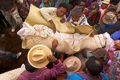 Le famadihana, ou retournement des morts, est une coutume funéraire que l'on rencontre dans la plupart des tribus de Madagascar.