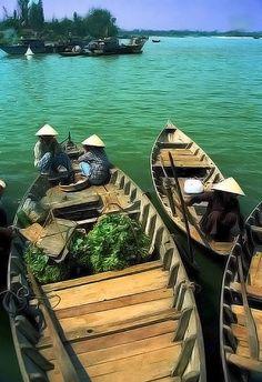 Market day . Vietnam