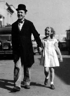 "Stan Laurel with his daughter Lois On Set ""Way Out West"" Talking Film 1937"