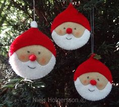 felt Santa ornaments (link is to a Dutch website where these are for sale, but the picture can maybe help me DIY these)