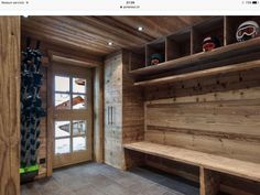 Entrance to the chalet in Méribel, old wood and storage. / Entrance of the Chale …… – Wood decoration – – Informations About Eingang zum Chalet in Méribel, altes Holz und Lagerung. / Eingang der Chale …… – Holz Dekoration – – Pin You can … Chalet Chic, Ski Chalet Decor, Alpine Chalet, Chalet Interior, Interior Design, Chalet Style, Chalet Design, House Design, Drying Room