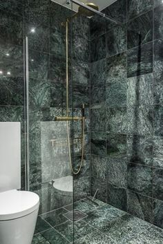 25 Trendy Green Marble Home Decor Ideas - Marble Bathroom Decor Green Marble Bathroom, Marble Wall, Marble Tiles, Marbel Bathroom, Color Marble, Calacatta Marble, Wall Tile, Contemporary Bathrooms, Modern Bathroom