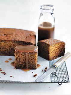 Sticky Date Pudding With Butterscotch Sauce Donna Hay No Bake Desserts, Just Desserts, Delicious Desserts, Baking Recipes, Cake Recipes, Dessert Recipes, Cupcakes, Cupcake Cakes, Donna Hay Recipes