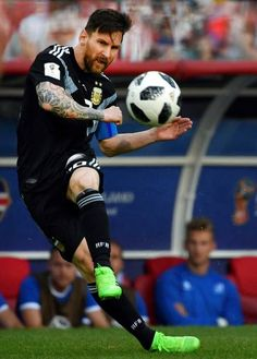 Argentina's forward Lionel Messi kicks a free kick during the Russia 2018 World Cup Group D football match between Argentina and Iceland at the. Messi Vs, Messi Soccer, Messi And Ronaldo, Ronaldo Real, Nike Soccer, Soccer Cleats, Cristiano Ronaldo, Fc Barcelona, Lionel Messi Barcelona