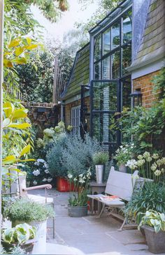 Perennial Flower Gardening - 5 Methods For A Great Backyard We Could Have A Garden, Too. Small City Garden, Garden Spaces, Small Gardens, Dream Garden, Outdoor Gardens, Roof Gardens, Outdoor Rooms, Outdoor Living, Backyard Renovations