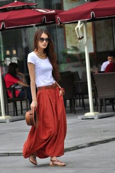 16 Outfit Ideas With a Skirt This Summer at Ecstasycoffee.com