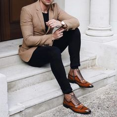 Business casual combo with a tan blazer black t shirt black denim awesome boots Best Mens Fashion, Mens Fashion Suits, Mens Suits, Men's Fashion, Men's Formal Fashion, Mens Skinny Suits, Mens Office Fashion, Fashion Shirts, Man Style