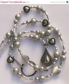 BEADED lanyards and badge holders Boho Jewelry, Jewelry Crafts, Beaded Jewelry, Jewelery, Handmade Jewelry, Beaded Necklace, Necklaces, Jewelry Ideas, Bracelets