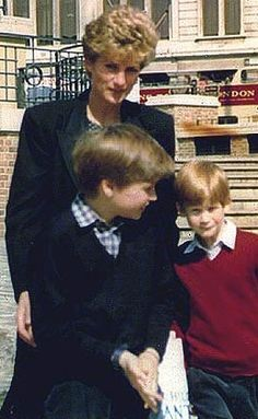 1991 William and Harry with mummy on a travel to Canada