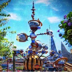 Welcome to Tomorrowland! - - - Cr. @shanon_at_disneyland by disneyland_oakiedonkey