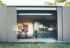 The Tinbeerwah House is a modern family house in the Noosa Hinterland in Australia that's designed by Teeland Architects as a glass pavilion clad in sliding hardwood screens. Modern Family House, Modern House Design, Modern Interior Design, Glass Pavilion, Timber Screens, Casa Patio, Modern Rustic Homes, Contemporary Homes, Family Room Design