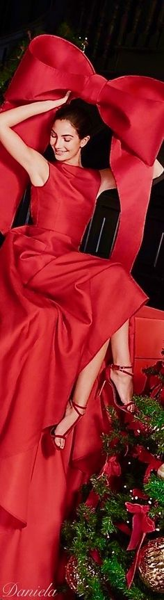 Christmas Colors, Red Christmas, Holiday, How To Make Bows, How To Wear, Red High Heels, Shades Of Red, Carolina Herrera, Red Gold