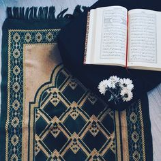 Image discovered by Sëlî Nâ. Find images and videos about quran, ayat and holy quran on We Heart It - the app to get lost in what you love. Allah Islam, Islam Quran, Quran Pak, Quran Arabic, Islam Hadith, Quran Wallpaper, Islamic Wallpaper, Mecca Wallpaper, Islamic Inspirational Quotes