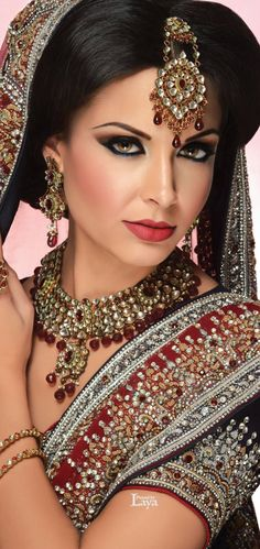 MU by:Beauty Divine and Hair Artistry Indian Bridal Makeup, Asian Bridal, Beautiful Eyes, Beautiful Bride, Mehndi, Henna, Moda Indiana, Exotic Women, Maquillage Halloween