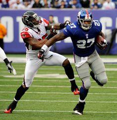 Brandon Jacobs New York Football, Giants Football, My Giants, New York Giants, Football Season, Football Helmets, Brandon Jacobs, Beast Of The East, Go Big Blue