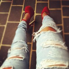 Ripped Jeans + Red Pumps
