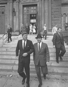 ------------------------------------------------------- A great color photo of John Kennedy and Jackie (circa ---------. John Kennedy, Jacqueline Kennedy Onassis, Marine Corps Medals, Jfk Funeral, Best Us Presidents, John Fitzgerald, 22 November, Historical Photos, United States