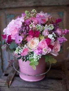 Flowers bucket ideas pink roses Ideas for 2019 Amazing Flowers, Beautiful Roses, Beautiful Flowers, Flowers Nature, Beautiful Flower Arrangements, Floral Arrangements, Wedding Bouquets, Wedding Flowers, Purple Bouquets