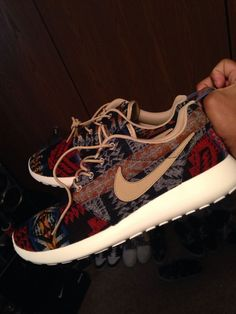 Wish I could find out where to buy these aztec printed Roshe Runs.