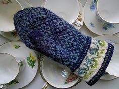 Ravelry: lacesockslupins' Left Mitten, 6 Elbistan, Mittens by Anna Zilboorg Fingerless Mittens, Knit Mittens, Mitten Gloves, Wrist Warmers, Hand Warmers, Fair Isle Knitting Patterns, Knitting Projects, Hand Knitting, Ravelry