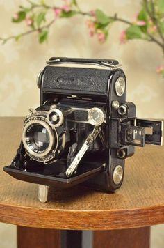 SUPERB! 1934 ZEISS-IKON SUPER IKONTA, CLA'd, Tessar lens & original leather case #ZeissIkon