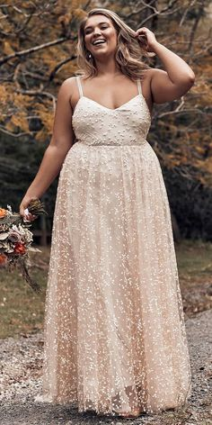 We have selected beautiful plus-size wedding dresses. These dresses have excellent design. Find the dress of your dreams and be the most attractive bride. Plus Size Brides, Plus Size Gowns, Wedding Dresses Plus Size, Plus Size Wedding, Trendy Wedding, Casual Wedding, Boho Wedding Dress With Sleeves, Classic Wedding Dress, Bodas Boho Chic