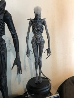 From Roswell Japan Alien big chap bust statue Character Sketches, Character Design, Sculpture Art, Sculptures, Giger Alien, Chocolate Showpiece, Giger Art, Alien Tattoo, Alien Vs Predator