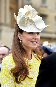 Catherine, Duchess of Cambridge attends a Garden Party in the grounds of Buckingham Palace hosted by Queen Elizabeth II on May 22, 2013.