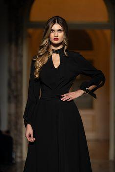 #blackdress #orovicafashion #pretty Runway Fashion, Fashion Show, Womens Fashion, Every Woman, Timeless Fashion, Pretty, Black, Dresses, Vestidos