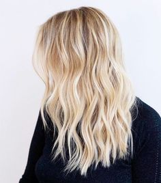 Experts discuss the beauty trends that they believe changed history. Experts discuss the beauty trends that they believe changed history. Ombre Hair, Balayage Hair, Blonde Hair Highlights, Blonde Foils, Blonde Hair Looks, Beach Blonde Hair, Light Blonde Hair, Dyed Blonde Hair, Warm Blonde