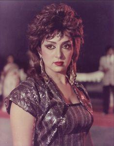 Hema Malini in Ram Tera Desh Beautiful Bollywood Actress, Beautiful Actresses, Vintage Bollywood, Bollywood News, Hema Malini, Kali Goddess, Actress Anushka, Golden Star, Old Actress
