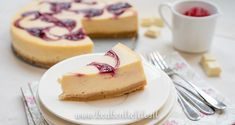 Witte-chocoladecheesecake met frambozensaus swirl (Starbucks copycat!) Cheesecake, High Tea, Copycat, Yummy Food, Sweets, Desserts, Sweet Stuff, Youtube, Tea