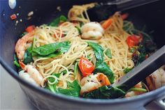 Shrimp Tomato and Spinach Pasta! Looks delicious--    http://bevcooks.com/2012/06/shrimp-pasta-with-tomatoes-lemon-and-spinach/#