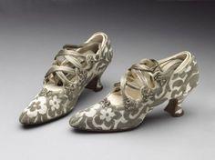 museum of london gown 1801   ... _of_london_1914_c_victoria_and_albert_museum_london.jpg?itok=s_2iHwOg
