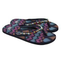 Flip flops planas de entrededo fabricadas con materiales de goma y sintéticos, además detalles de bolitas en el corte y estampado en la plantilla de la marca GIOSEPPO.
