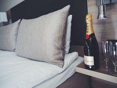 Hotel bed & MÖET