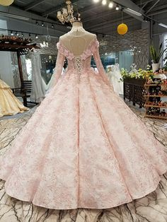 6 Beautiful Wedding Dress Trends in 2020 Bridal Skirts, Bridal Gowns, Wedding Gowns, Pretty Dresses, Beautiful Dresses, Full Gown, Types Of Gowns, Traditional Gowns, Bridal Cape