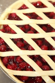 'Kersenvlaai': A Very Cherry Pie with Bread Dough – Weekend Bakery Dutch Recipes, Tart Recipes, Baking Recipes, Dutch Desserts, Bread Dough Recipe, Fruit Tart, I Foods, Creme, Bakery