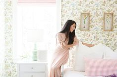 Watercolor botanicals set against watercolor floral wallpaper give a room designed by Cara Fox a... Watercolor Floral Wallpaper, Samuel And Sons, Home Staging Tips, Scale Design, Dining Nook, Printed Linen, Bed Styling, Home Decor Inspiration, Wall Collage
