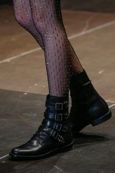 Les collants plumetis de Saint Laurent | DailyELLE