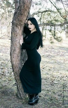 Those curves! <3 Model/MUA: Kali Noir Diamond Photo: Vanic Photography Dress: Dark in love #gothicculture