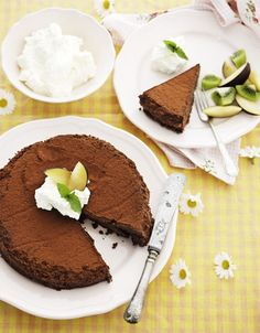 Chokoladedessertkage med orange og blommer