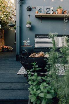 Millboard Decking - Charred Oak Millboard Decking With Solar Lantern Small Courtyard Gardens, Small Courtyards, Small Gardens, Back Garden Design, Patio Design, Exterior Design, Outside Living, Outdoor Living, Solar Garden Lanterns